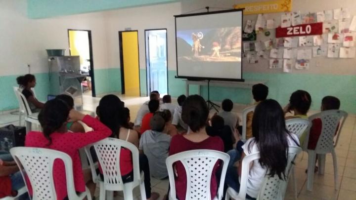 CRAS desenvolve cinema comunitário em São Miguel