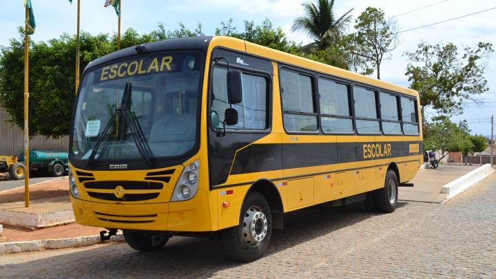 Prefeitura melhora o transporte de alunos com a aquisição de mais um ônibus escolar