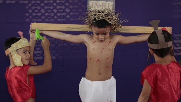 Emoção marca encenação da Paixão de Cristo em pré-escola micaelense