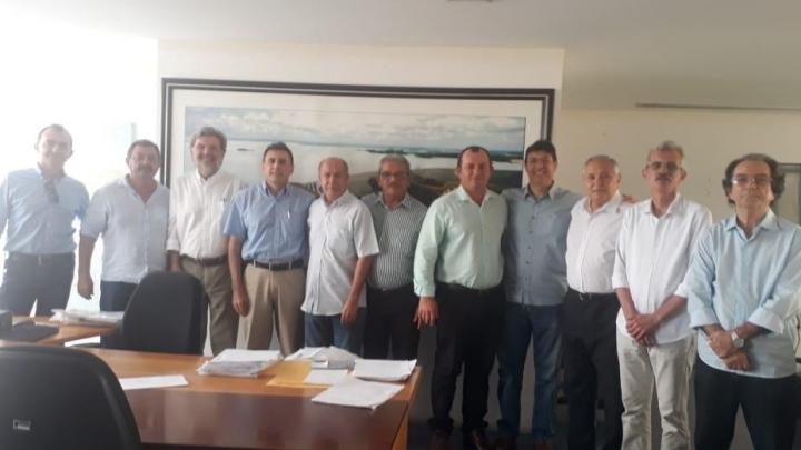 Prefeitos do RN e Ceará discutem projeto do Açude Poço de Varas para abastecimento regional